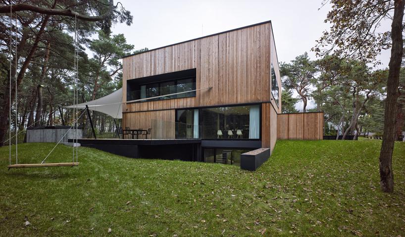 Monolityczny, nadmorski dom autorstwa Ultra Architects