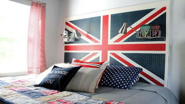 Szczyt łóżka z flagą